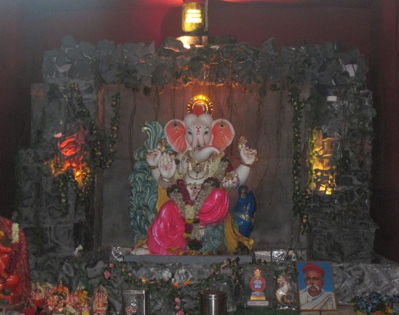 Ganpati Decoration Ideas At Home Ganesh Pooja Decoration Pooja Room Decor For Ganesh